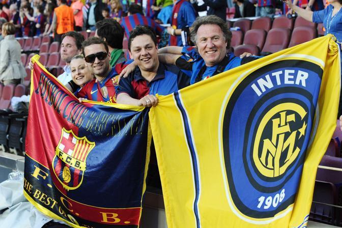 L'attesa allo stadio. Gemellaggio tra i tifosi (Image Sport)