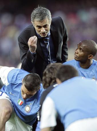 Il tecnico prova a stemperare la tensione dei suoi giocatori (Reuters)