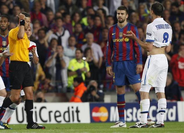 L'arbitro estrae il cartellino rosso: la partita per Thiago Motta è già finita (Reuters)