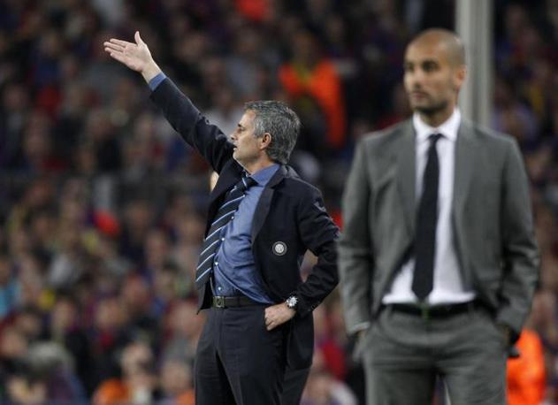 Mourinho dà indicazioni ai suoi (Reuters)