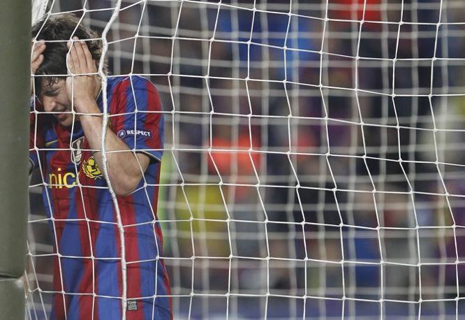 Bojan fallisce il gol del 2 a 0 (Ap)