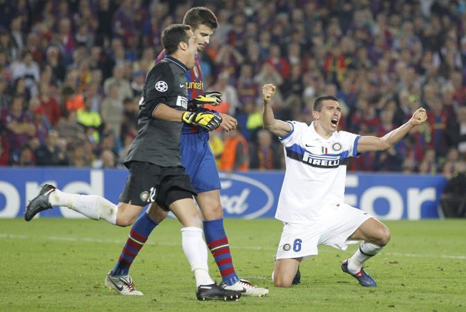 L'arbitro fischia la fine. Inter in finale di Champions League. Dopo 38 anni (Ap)