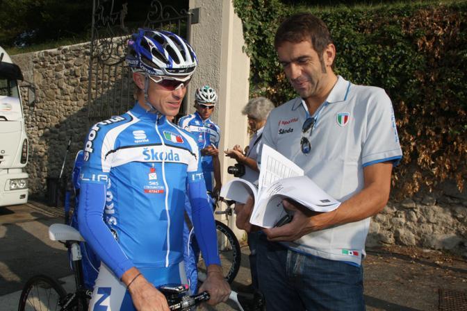 2009: Franco Ballerini con Damiano Cunego prima di un allenamento in vista del Mondiale di ciclismo a Mendrisio (foto Bettini)