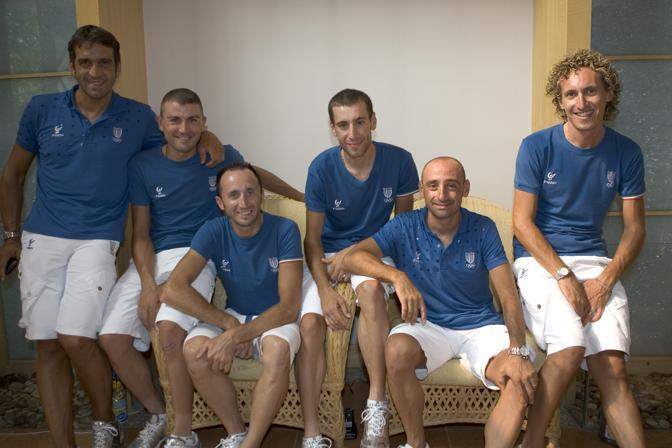 2008: Franco Ballerini con Marzio Bruseghin, Davide Rebellin, Vincenzo Nibali, Paolo Bettini e Franco Pellizotti (foto Bonarrigo)