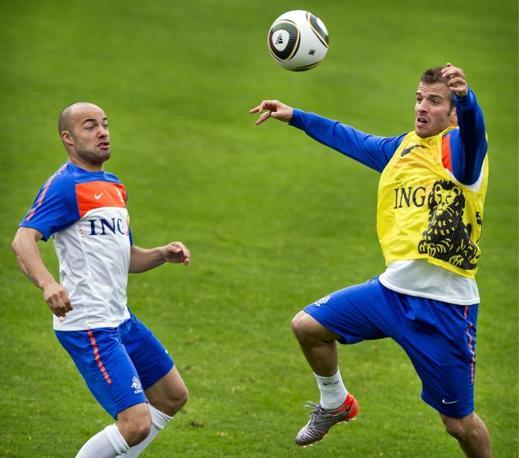 Rafael Van Der Vaart in allenamento con Demz de Zeeuw, Olanda (Ansa)
