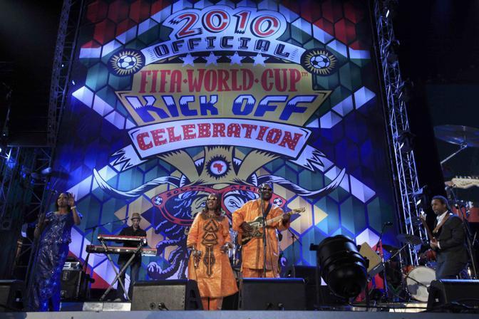 Amadou e  Mariam impegnati nel concerto di Johannesburg (Reuters)