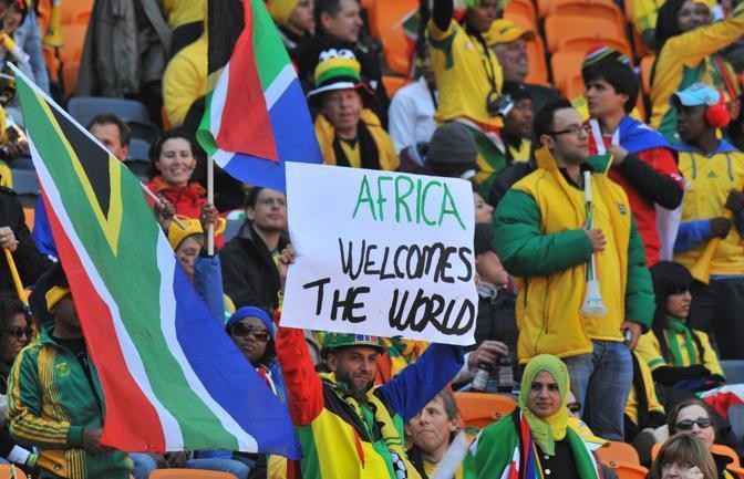 I tifosi allo stadio salutano il mondo (Afp/Joe)