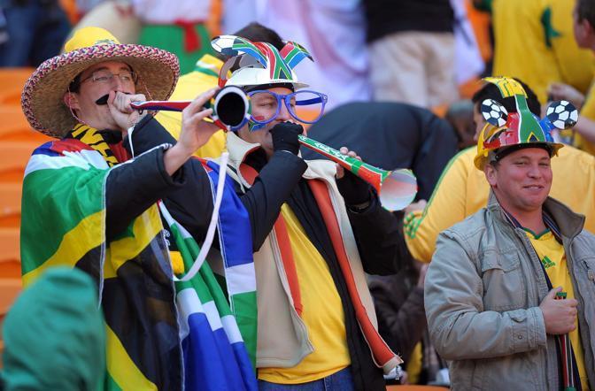 Le famigerate trombette spaccatimpani vuvuzelas (Epa/Wittek)