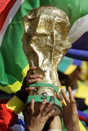 I tifosi sudafricani sognano la coppa (Ap/Sekretarev)