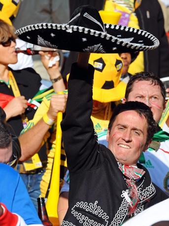 I mariachis fanno festa in tribuna (Epa/Achim Scheidemann)