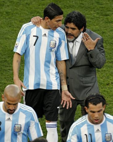 Maradona spiega il calcio a Di Maria (Ap/Hassan Ammar)