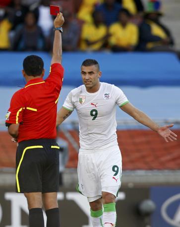 """Slovenia-Algeria:  L'espulsione del """"senese"""" Ghezzal, entrato da pochi minuti (Reuters)"""
