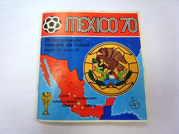 """""""Mexico 70"""", l'album che coincise con l'ultima edizione dei Campionati del Mondo che mettevano in palio la storica """"Coppa Rimet"""", sostituita, nel 1974, dall'attuale FIFA WORLD CUP.E' il primo delle undici edizioni dei mondiali. Per questa occasione dei Mondiali del Messico fu la prima volta che una edizione di figurine fu commercializzata a livello internazionale"""