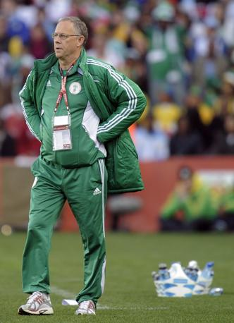 Tuta verde per Lars Lagerback, ct della Nigeria (Ap)