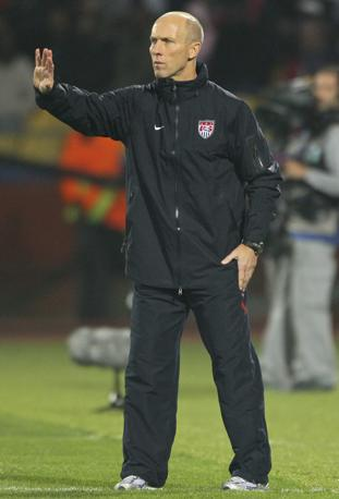 Tuta scura per l'allenatore degli Stati Uniti Bobn Bradley (Epa)