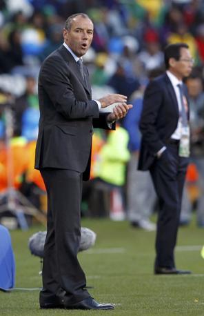 In grigio il tecnico del Camerun, il francese Paul Le Guen (Reuters)
