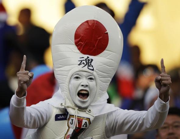 Giappone-Camerun: un tifoso asiatico (Ap/Kajiyama)