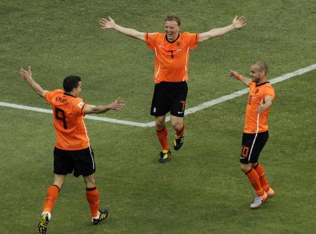 Olanda-Danimarca: Van Persie, Kuyt e Sneijder (Ap/Sanchez)