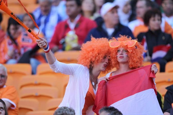 Olanda-Danimarca: tifose olandesi (Epa/Suki)