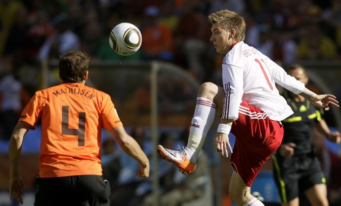Olanda-Danimarca: Bendtner anticipa Mathijsen (Ap/Sekretarev)