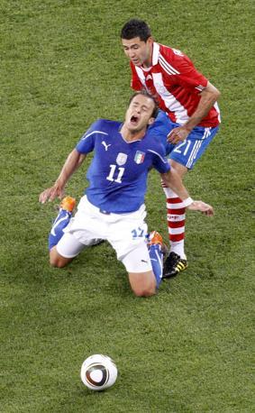 Alberto Gilardino subisce un fallo (Reuters)