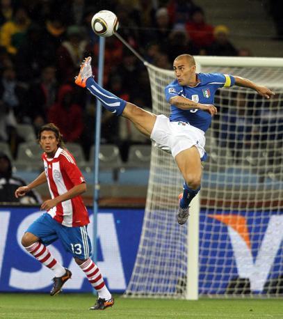 Fabio Cannavaro vola altissimo (Epa)