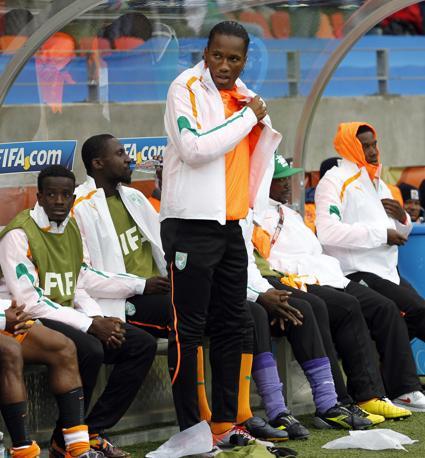 Portogallo-Costa d'Avorio: Didier Drogba sulla panchina ivoriana anche con un braccio infortunato  (Ap/Armando Franca)