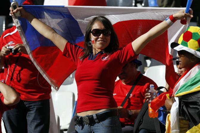 Cile-Honduras: tifosa cilena allo stadio di Nelspruit  (Ap/Ramon Espinosa)