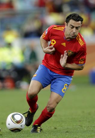 Xavi Hernandez in azione (Ap)