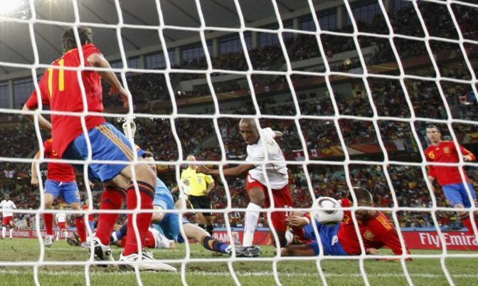 Fernandes sigla il gol del vantaggio della Svizzera (Reuters)
