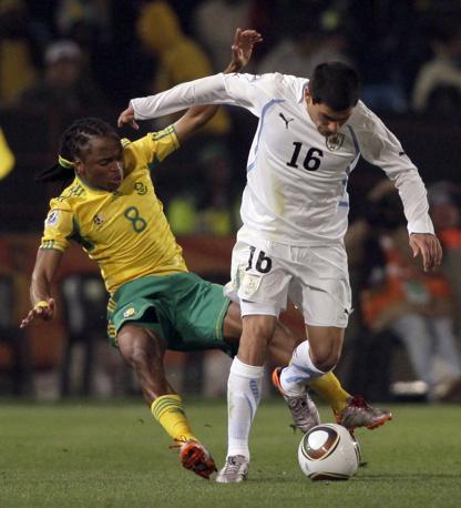 Pereira prova a superare Tshabalala (Ap)