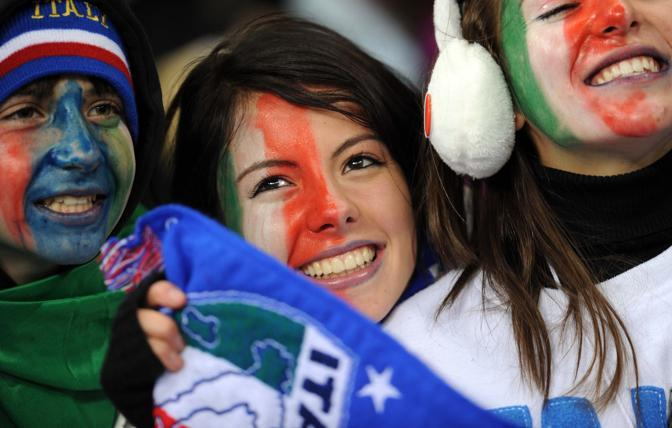 Una giovane tifosa italiana (Insidefoto)