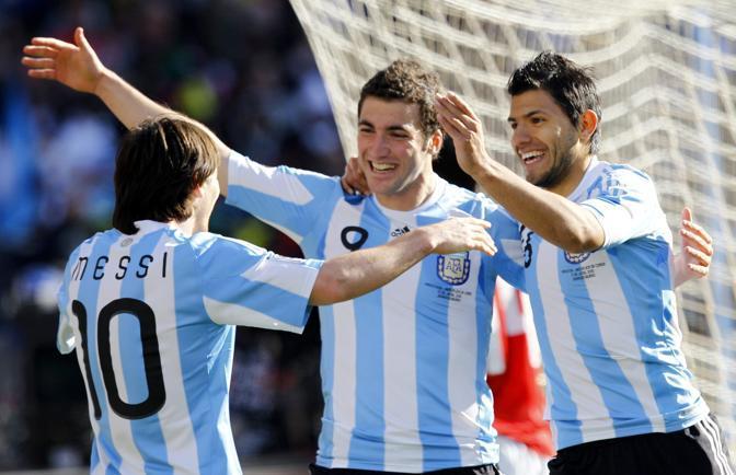 Argentina-Corea del sud: il trio d'attacco Messi, Higuain, Aguero (Epa/Kim Ludbrook)