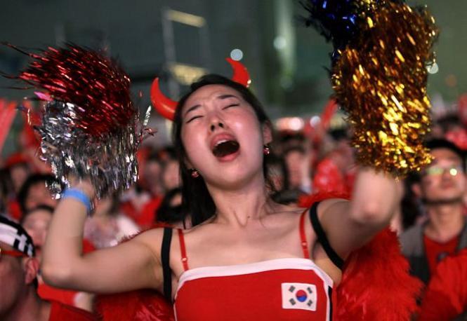 Argentina-Corea del sud: delusione dei tifosi sudcoreani davanti ai maxischermi a Seul  (Ap/Ahn Young-joon)