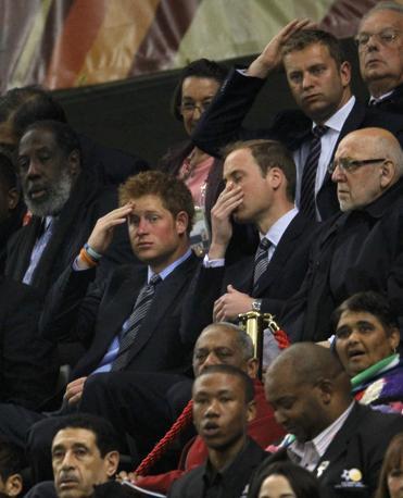 Inghilterra-Algeria 0-0: i principi William ed Harry  preoccupati in tribuna (Reuters)