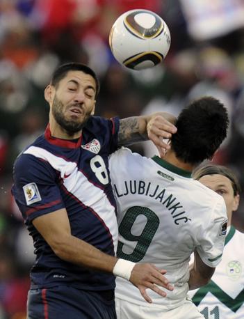Dempsey e Ljubijankic in contrasto aereo (Ap)