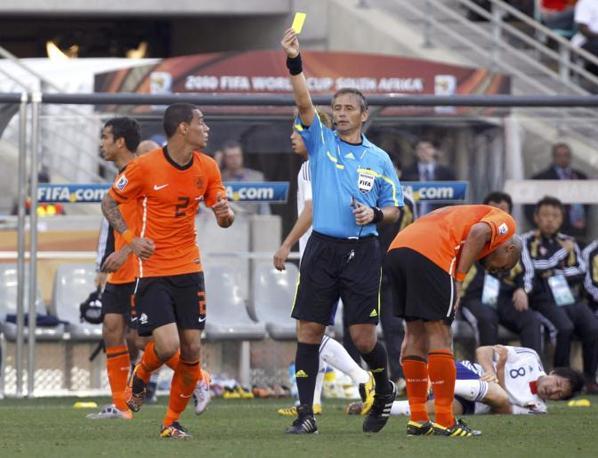Olanda-Giappone 1-0: cartellino giallo per van der Wiel (Reuters)