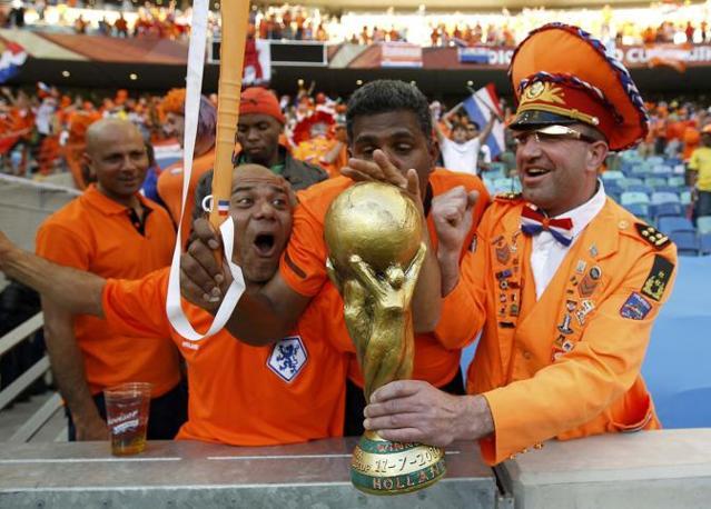 Olanda-Giappone 1-0: la gioia dei tifosi arancioni (Reuters)
