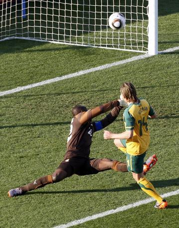 Ghana-Australia 1-1: il gol dell'australiano Holman (Reuters)