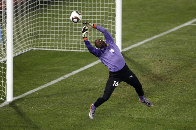 Camerun-Danimarca 1-2: una parata di Souleymanou (Reuters)