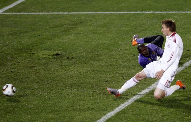 Camerun-Danimarca 1-2: il gol di Bendtner (Reuters)