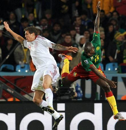 Camerun-Danimarca 1-2: Agger e Webo (Epa)