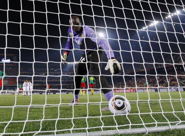 Camerun-Danimarca 1-2: il secondo gol dei danesi, a firma di Rommedahl (Ap)