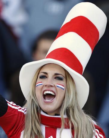 Slovacchia-Paraguay 0-2: una tifosa paraguayana (Ap)