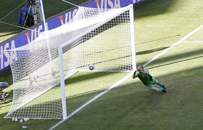 Slovacchia-Paraguay 0-2: il gol di Riveros (Reuters)
