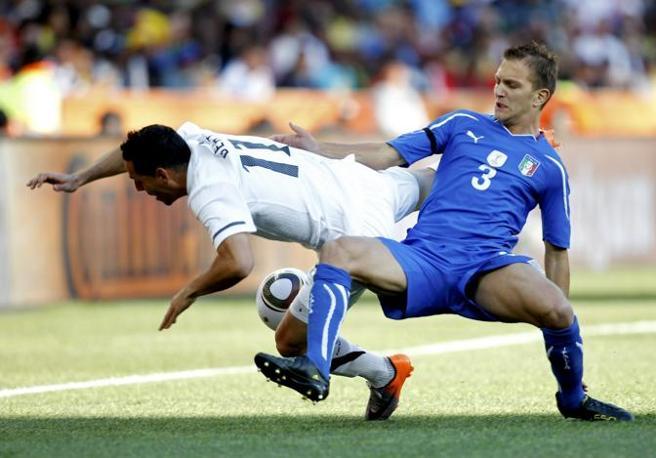 Italia-Nuova Zelanda: Criscito atterra Bertos (Reuters)
