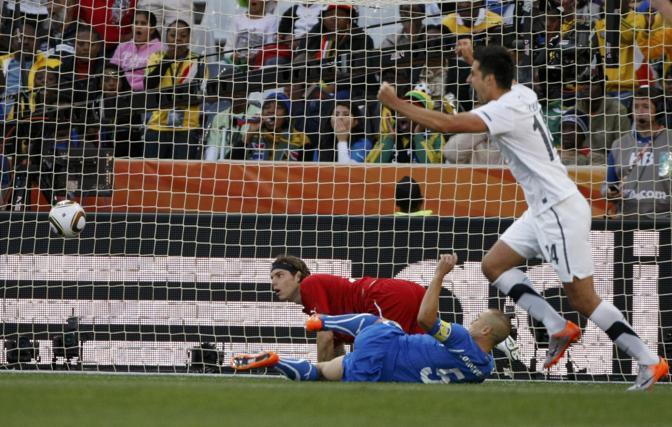 Italia-Nuova Zelanda: il gol del vantaggio dei neozelandesi segnato da Smeltz (Reuters)