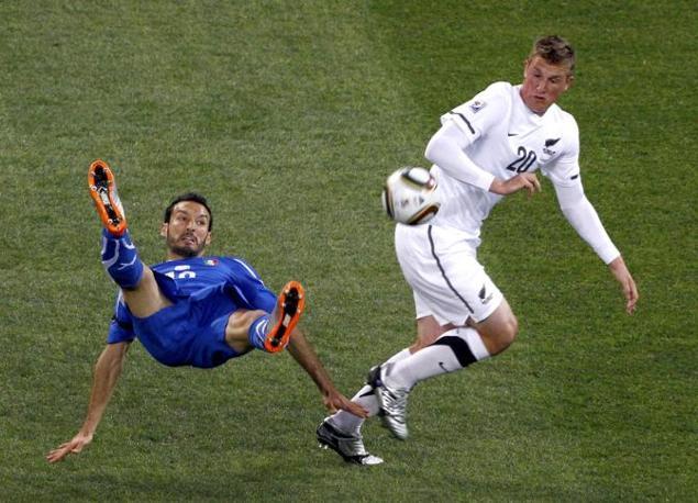 Italia-Nuova Zelanda, secondo tempo: Wood va via a Zambrotta (Reuters)