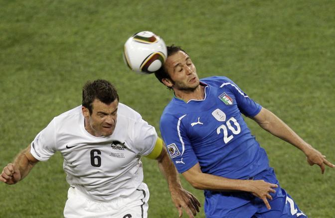 Italia-Nuova Zelanda, secondo tempo: Pazzini anticipa Nelsen (Ap)