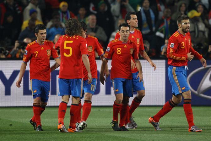 Dopo il ko inatteso all'esordio, i campioni d'Europa si sono ritrovati (Reuters)